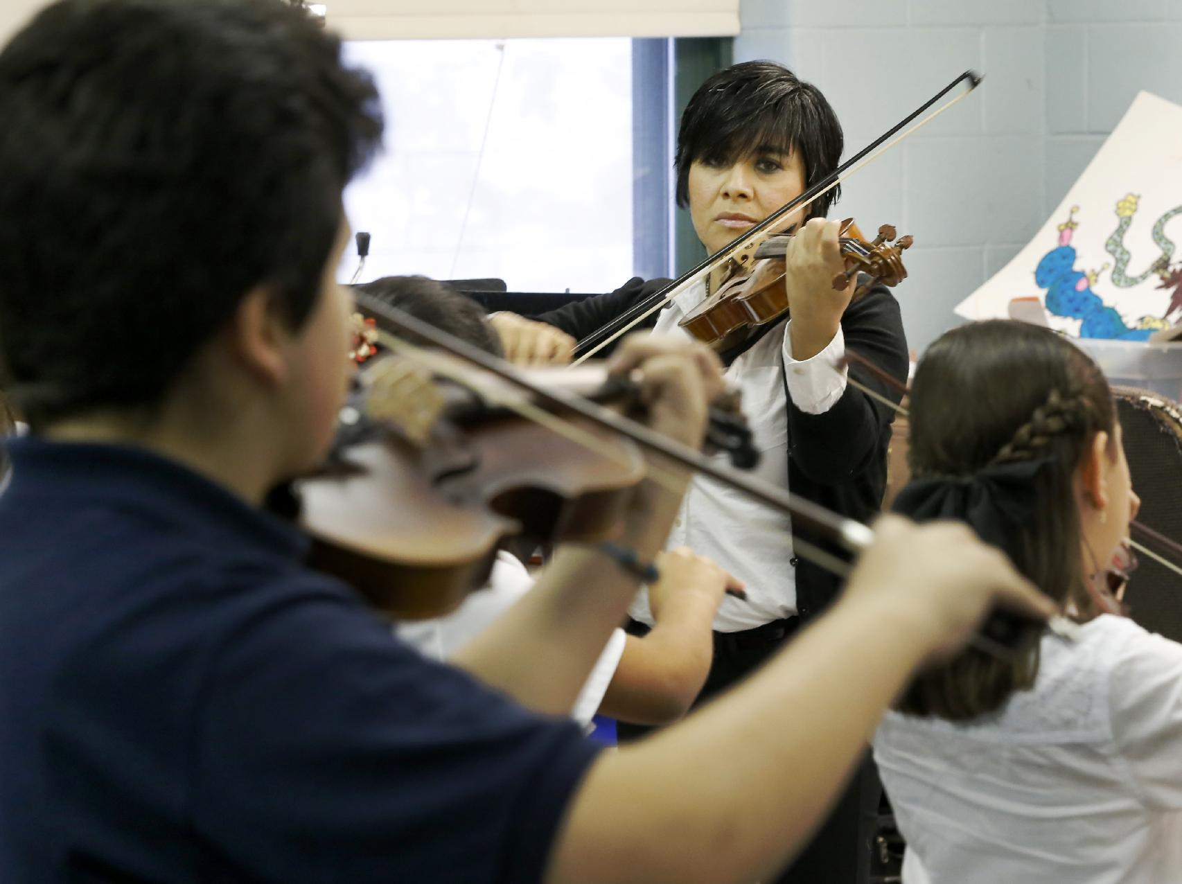 Mariachi connects schools, families in Chicago