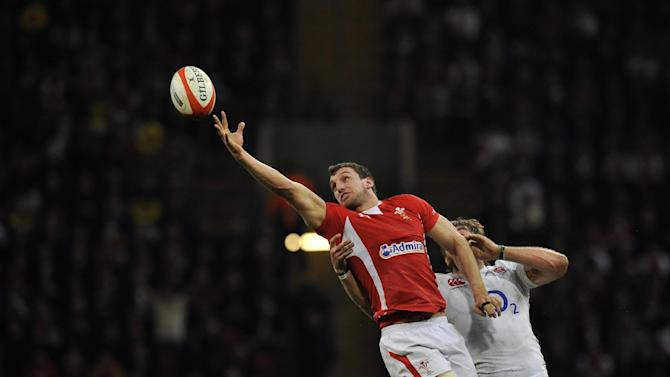 Wales's flanker Sam Warburton (L)is under pressure from England's lock Geoff Parling (R) during the Six Nations international rugby union match between Wales and England on March 16, 2013