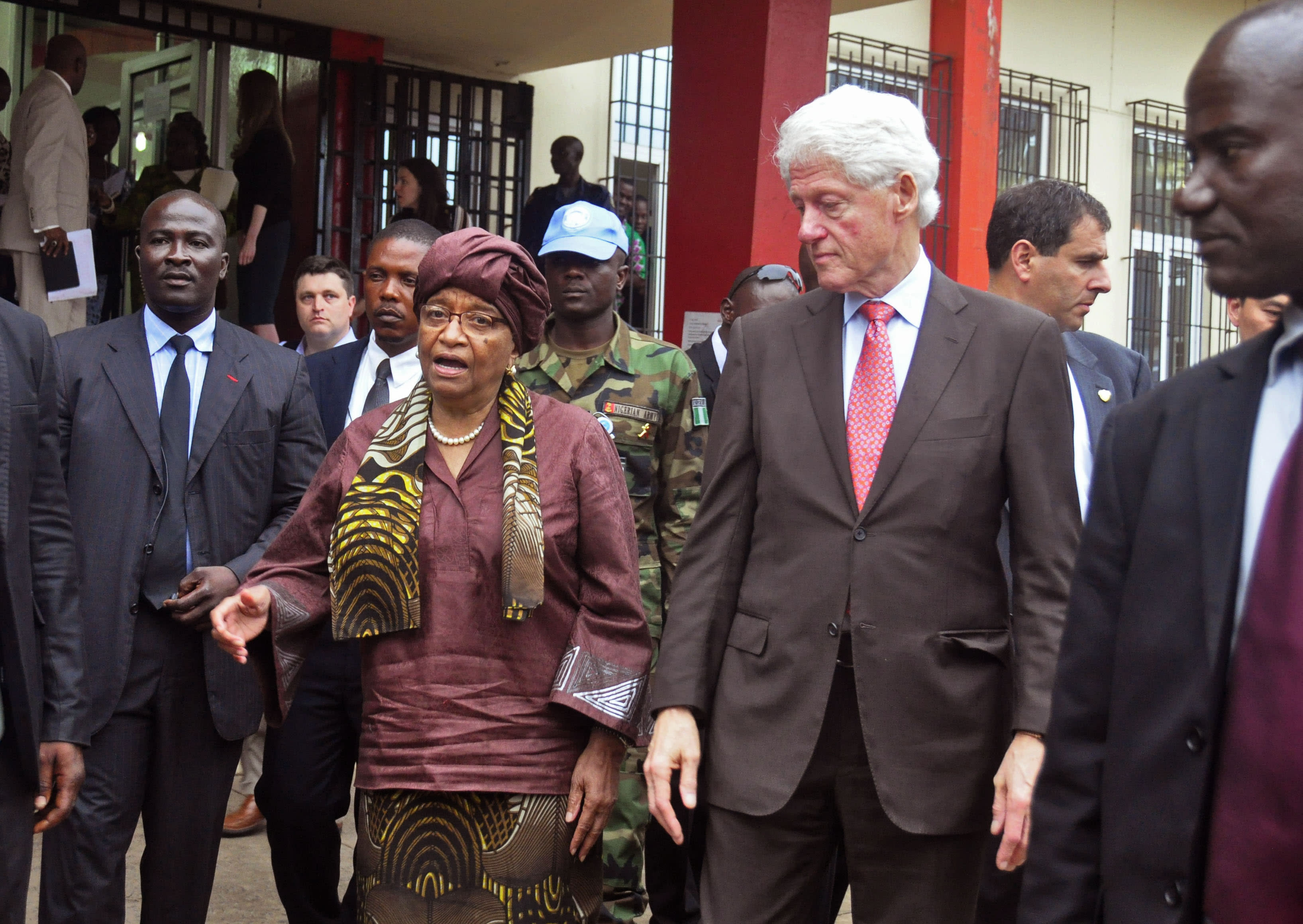 Former US leader Clinton praises Liberia progress on Ebola