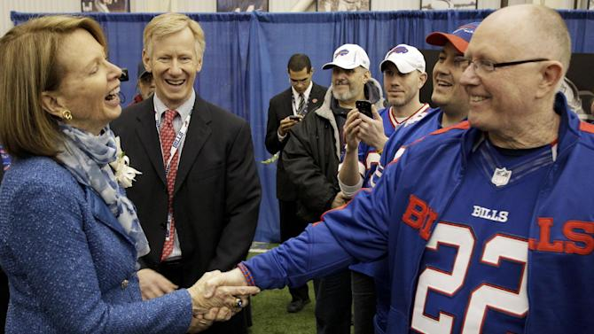 Bills fans, players pay tribute to late owner