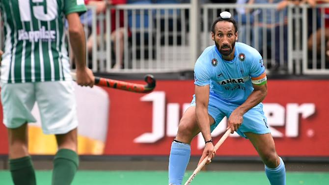 India's Sardar Singh controls the ball during a 2015 field hockey match against Pakistan
