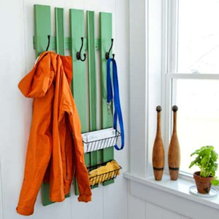 Small-space coat rack