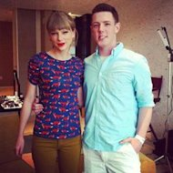Taylor Swift junto a Kevin McGuire via NY Daily News