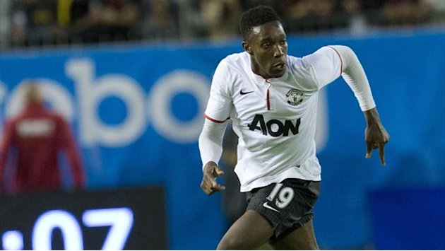Welbeck signs new Manchester United deal