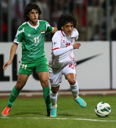 Emirati player Omar Abdul Rahman (R) dribbles past Humam Tariq Faraj of Iraq during their 21st Gulf Cup football match final in Manama, on January 18, 2013. AFP PHOTO/MARWAN NAAMANI