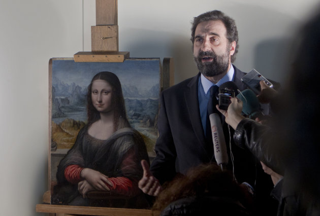 Miguel Falomir, director of Italian painting at the Prado Museum speaks to reporters next to a copy of Leonardo da Vinci&#39;s Mona Lisa that was painted at the same time as the original in the same studio is displayed at the Prado Museum in Madrid Wednesday Feb. 1, 2012. Spain&#39;s Prado Museum says the copy it has of Leonardo da Vinci&#39;s Mona Lisa was painted at the same time as the original perhaps making it the earliest replica of the masterpiece. A museum spokeswoman said the work was painted side by side with the 16th century original that hangs in the Louvre in Paris and was done by one of Leonard&#39;s key students. (AP Photo/Paul White)