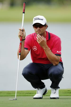 Adam Scott, of Australia, lines up a putt on the ninth hole during the first round of the Cadillac Championship golf tournament, Thursday, March 8, 2012, in Doral, Fla. (AP Photo/Wilfredo Lee)