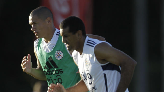 Paraguay's Dario Veron, left, and teammate Paulo Da Silva train in Ypane, Paraguay, Tuesday Nov. 8, 2011. Paraguay will face Ecuador in a World Cup qualifying soccer game in Asuncion on Friday. (AP Photo/Jorge Saenz)