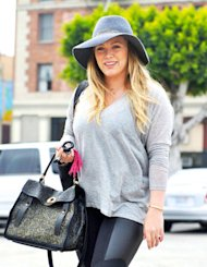 Hilary Duff ke Gym Dua Pekan Setelah Melahirkan