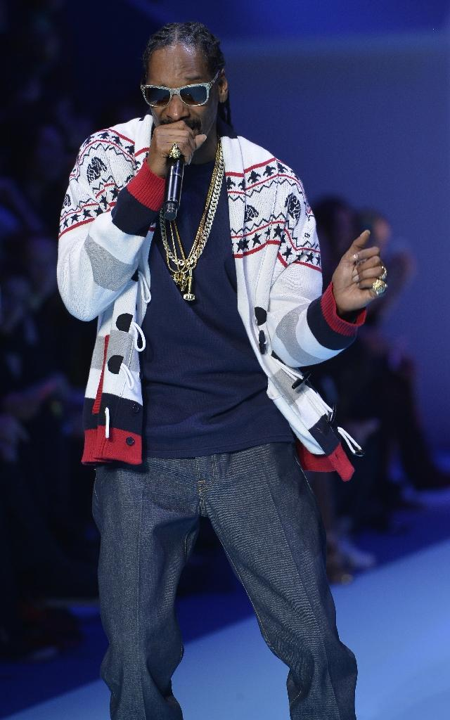 Snoop Dogg dances to 'Bush' with help from Pharrell
