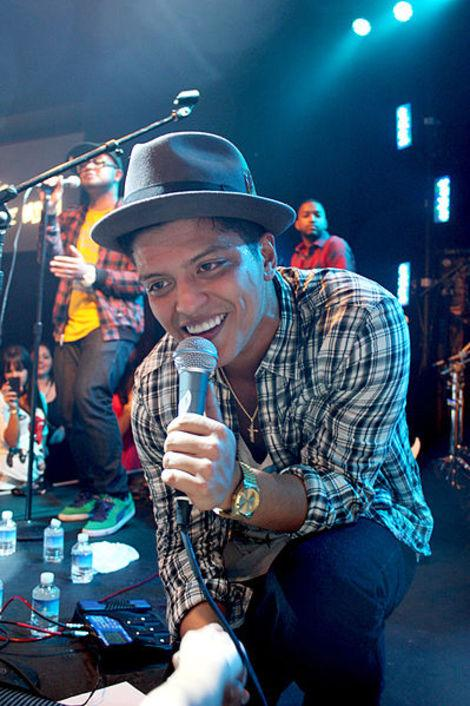 'Saturday Night Live'--Bruno Mars a Sad but Wonderful Mouse