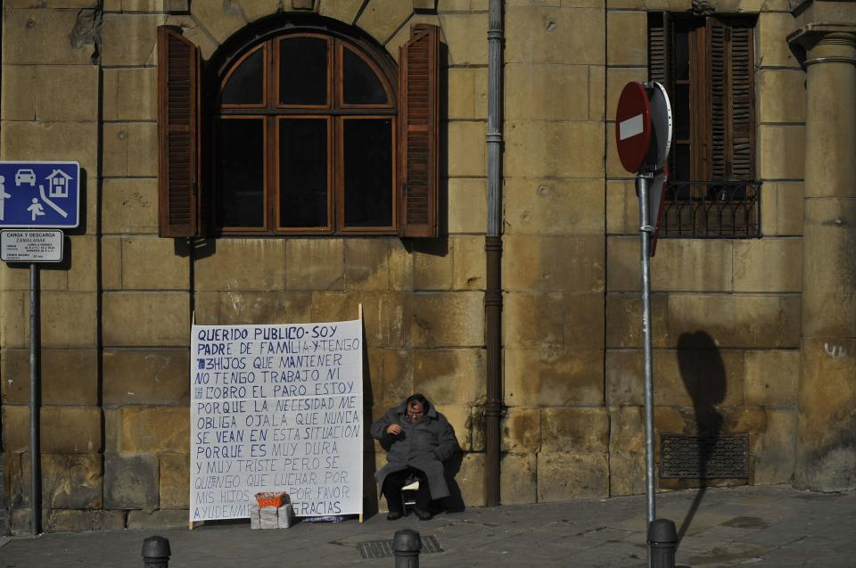 Spain extends special aid payments to jobless