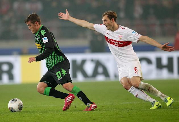 Stuttgart's Georg Niedermeier, right, and Moenchengladbach's Max Kruse challenge for the ball during the German first division Bundesliga soccer match between VfB Stuttgart and Borussia Moenchengladba