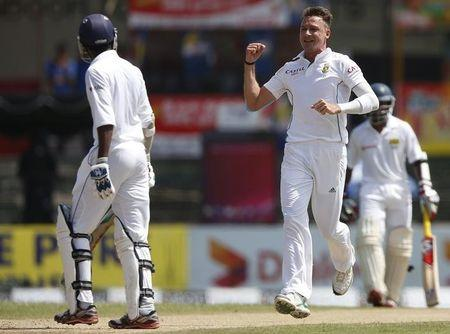 South Africa's Steyn celebrates after taking the wicket of Sri Lanka's Tharanga during the first day of their second test cricket match in Colombo