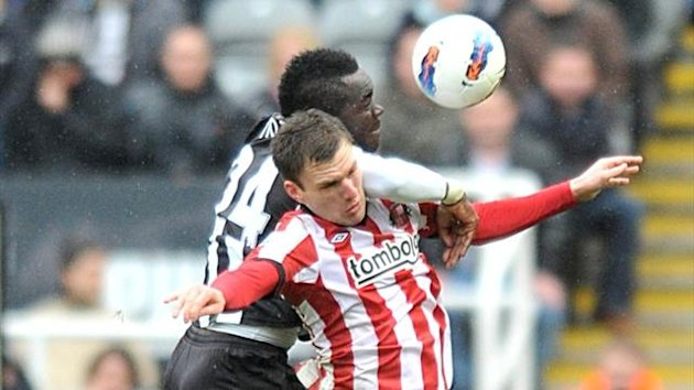 Sunderland's Craig Gardner and Newcastle United's Cheick Tiote (left) battle for the ball in the air