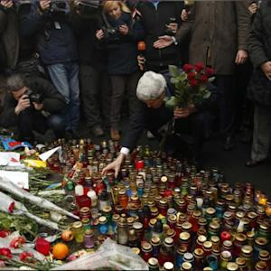 Kerry Pays Respects To Kiev Protesters At 'Shrine To The Fallen'