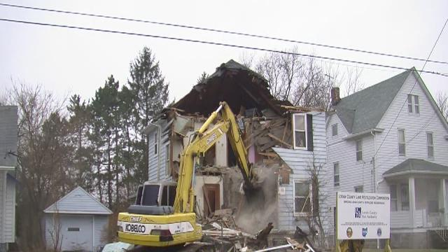 Lorain demolishes 4 homes in one hour