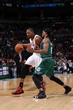 Durant, Westbrook lead Thunder past Bucks, 109-99