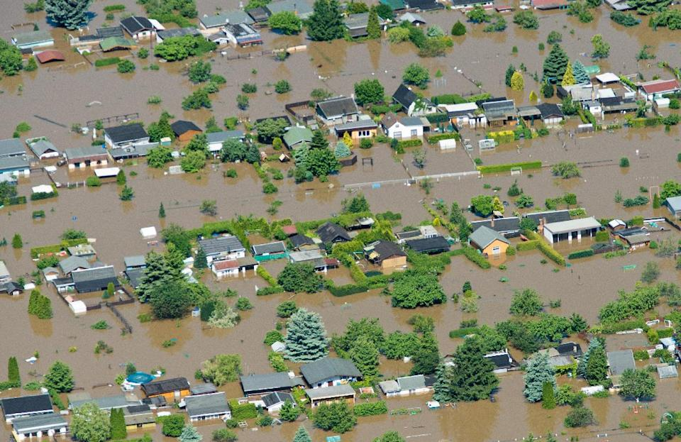 In this aerial view picture houses stand in the floods of Elbe river in Riesa, Germany, Wednesday June 5, 2013. Heavy rainfalls caused flooding in parts of Germany, Austria and Czech Republic. (AP Photo/dpa,Patrick Pleul)