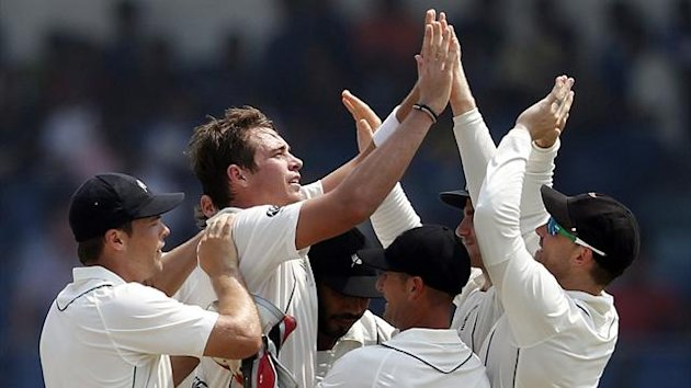 New Zealand's Tim Southee (2nd L) celebrates with teammates after taking the wicket of Sri Lanka's Thilan Samaraweera during the second day of their first test cricket match in Galle