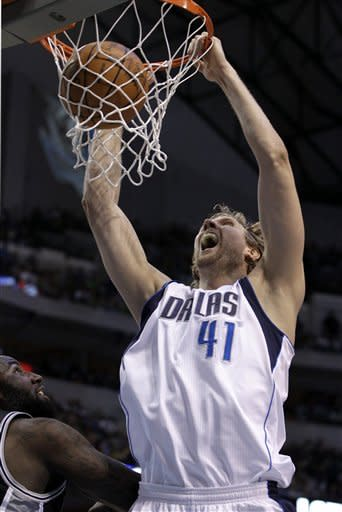 Nowitzki's 27 lead Mavs to 106-99 win over Spurs