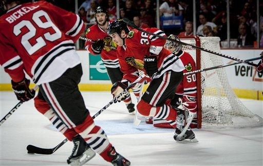 Shaw scores twice as Blackhawks top Capitals 5-2
