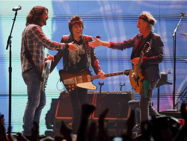Grohl of the Foo Fighters shakes hands with The Rolling Stones guitarists Richards and Woods during the Stones' &quot;50 &amp; Counting&quot; tour in Anaheim