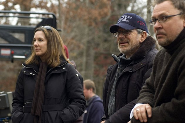 Producer Paula Wagner Director Steven Spielberg War of the Worlds Production Stills Paramount 2005