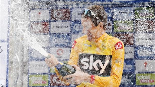 Britain's Bradley Wiggins celebrates being the overall winner of the Tour of Britain and receiving the gold jersey in Whitehall, central London September 22, 2013 (Reuters)