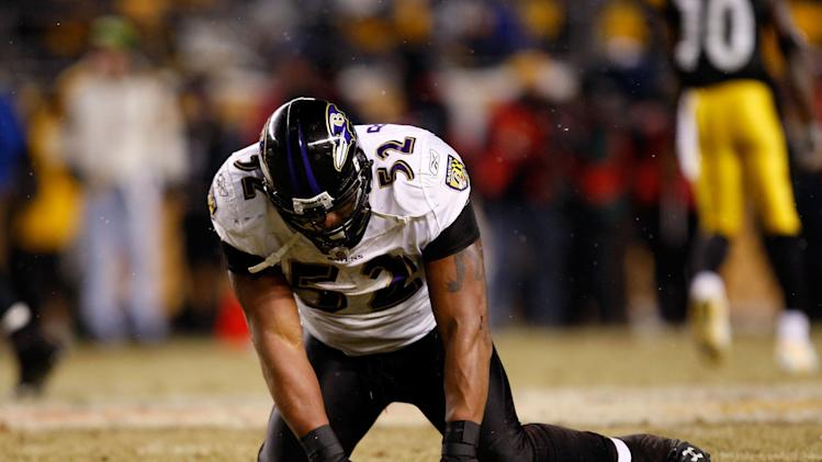 PITTSBURGH - JANUARY 18: Ray Lewis #52 of the Baltimore Ravens reacts after he dropped a potenial interception against the Pittsburgh Steelers during the AFC Championship game on January 18, 2009 at Heinz Field in Pittsburgh, Pennsylvania. (Photo by Streeter Lecka/Getty Images)