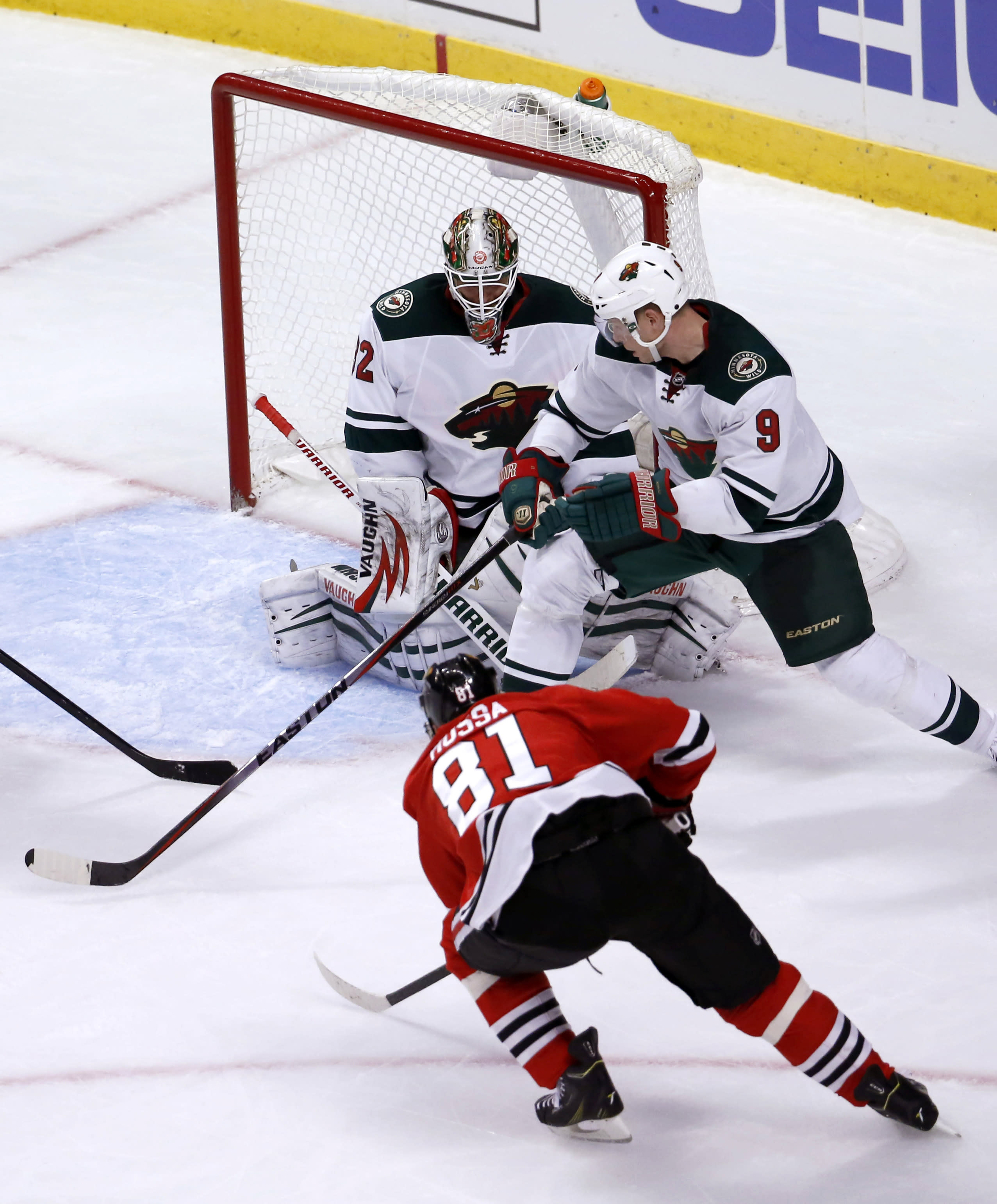 Kane's late goal lifts Blackhawks past Wild 5-3