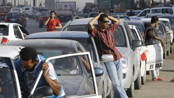 Egypt blames rumors for acute fuel shortage