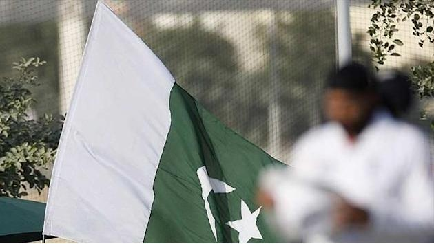 Cricket - Pakistan's acting chairman threatens to quit