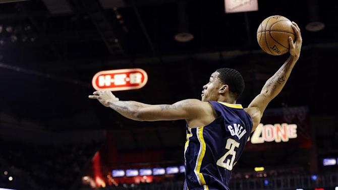 Indiana Pacers' Gerald Green (25) scores over San Antonio Spurs' Stephen Jackson (3) and Matt Bonner (15) during the first quarter of an NBA basketball game, Monday, Nov. 5, 2012, in San Antonio. (AP Photo/Eric Gay)