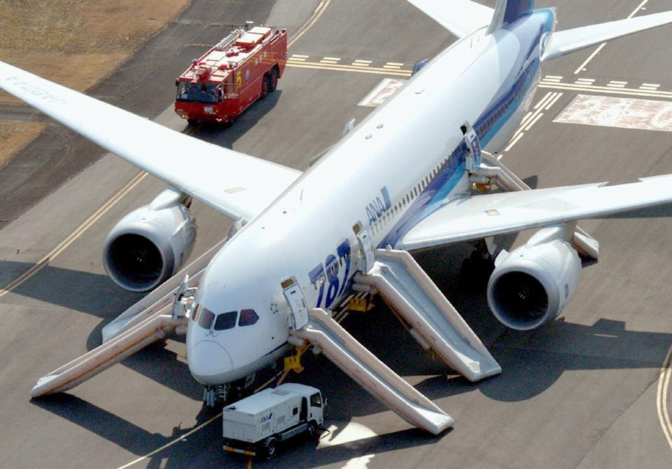 Emergency landing grounds Boeing 787 jets in Japan
