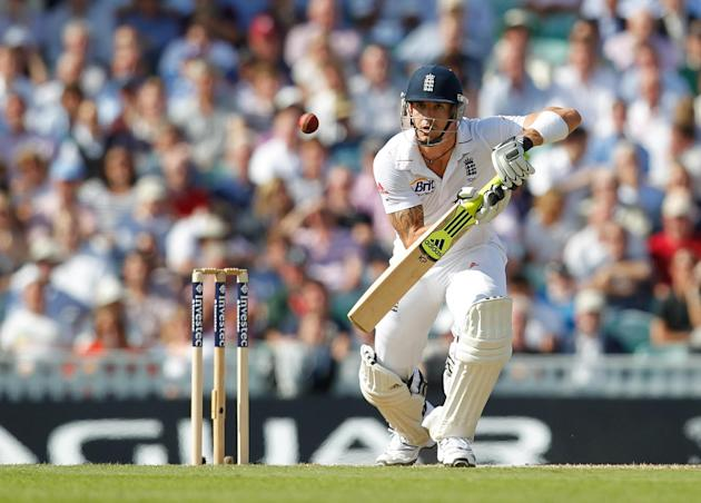 Kevin Pietersen scored 73 as England closed on 199 for five