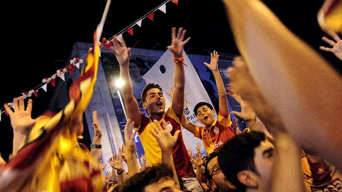 Supporters celebrate after Galatasaray were crowned champions of Turkey's top flight for a record 20th time on May 25, 2015 in Istanbul