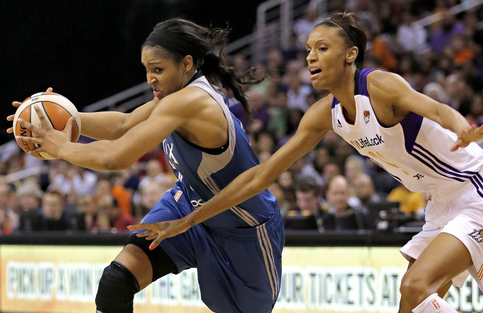 Moore leads Lynx to 80-69 win over Mercury