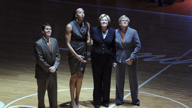Lady Vols honor Parker, retire her jersey