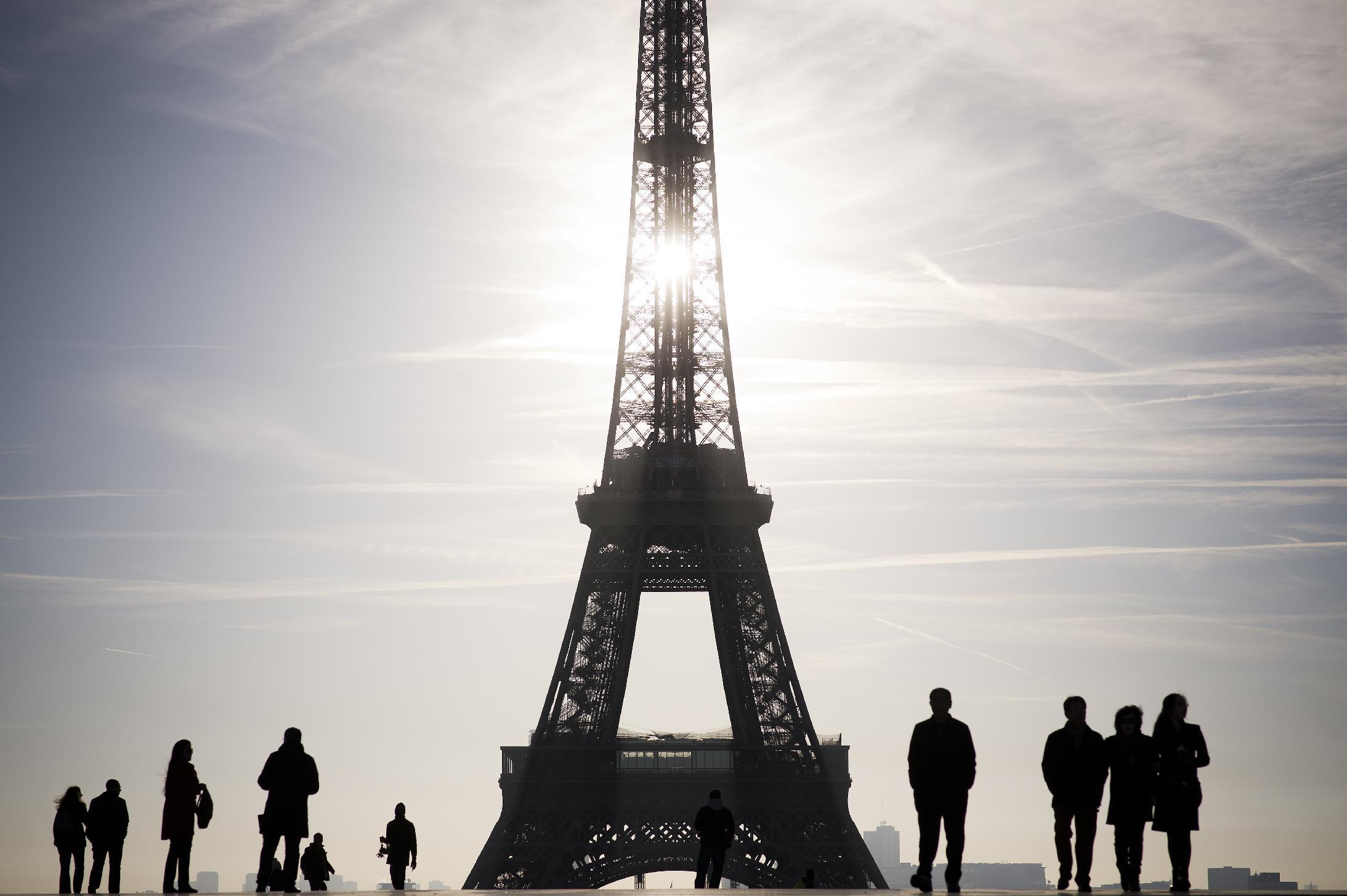Eiffel Tower goes green with wind power