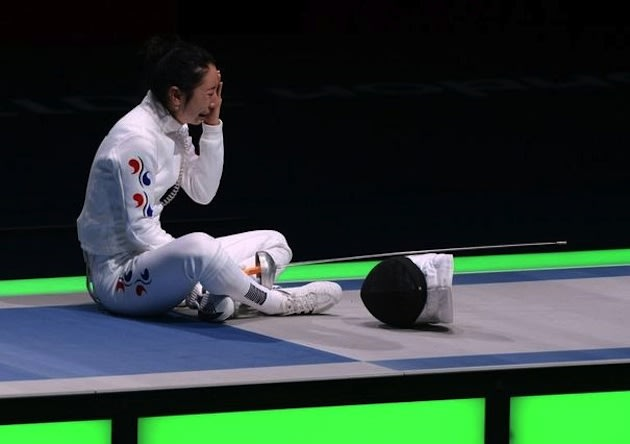 South Korean fencer Shin A Lam waits out the Korean protest of her loss &#x002014; AFP