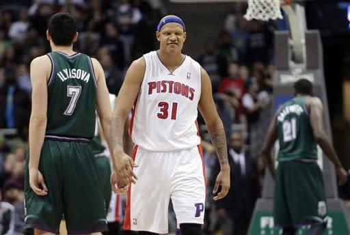 Villanueva, Pistons beat Bucks 105-100