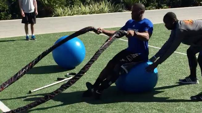Oregon CB Ifo Ekpre-Olumo Drops His Crutches to Do Heavy Rope Slams. What's Your Excuse?