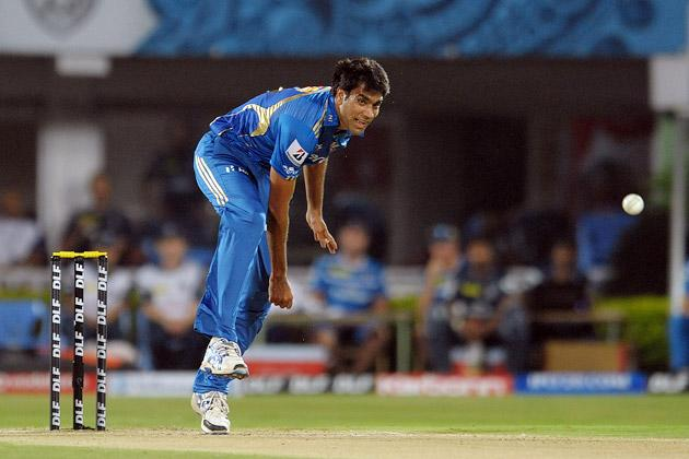 Munaf Patel loses it!