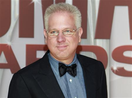Commentator Glenn Beck arrives at the 45th Country Music Association Awards in Nashville, Tennessee November 9, 2011. REUTERS/Harrison McClary (UNITED STATES - Tags: ENTERTAINMENT HEADSHOT MEDIA) - RTR2TSW6