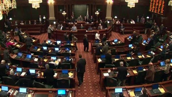 Illinois pension reform bill passes House committee