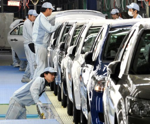 <p>This file photo shows workers checking Toyota Motor's cars at a plant of the company's subsidiary Central Motor at Ohira village in Miyagi prefecture, northern Japan, in 2011. Confidence among large Japanese manufacturers worsened in the quarter ended September, the Bank of Japan said on Monday as businesses suffer amid a territorial spat with China.</p>