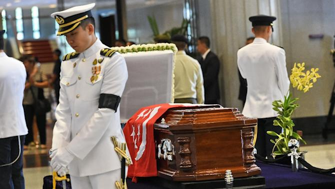 Emotions raw as Singapore pays tribute to Lee Kuan Yew - Yahoo News