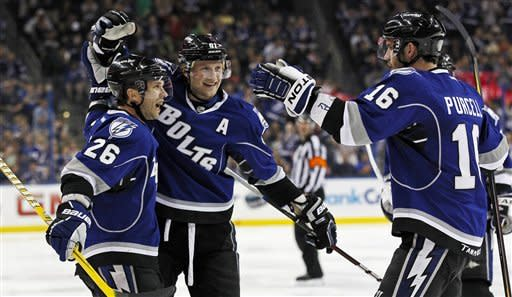 Stamkos scores 2, lifts Lightning over Islanders