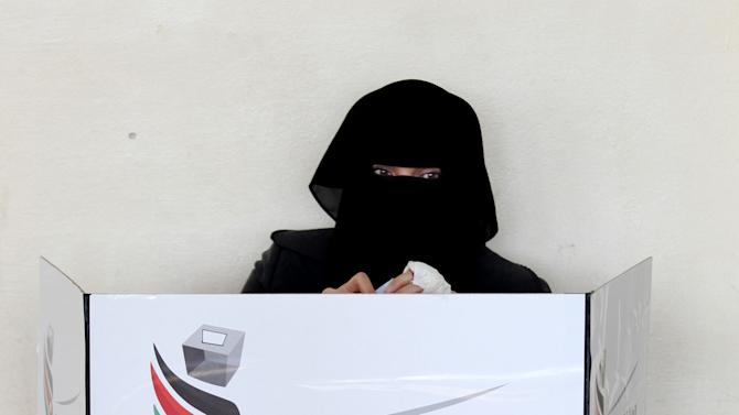 A Jordanian woman votes inside a polling station in Amman, Jordan, Wednesday, Jan. 23, 2013. Jordanians voted Wednesday in a first electoral test for their king's political reforms, while a boycott from his Islamist-led opponents cast doubt over whether the vote would quell two years of simmering dissent in the streets. (AP Photo/Mohammad Hannon)